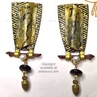 Doezignz Black/Gold Calligraphy Earrings
